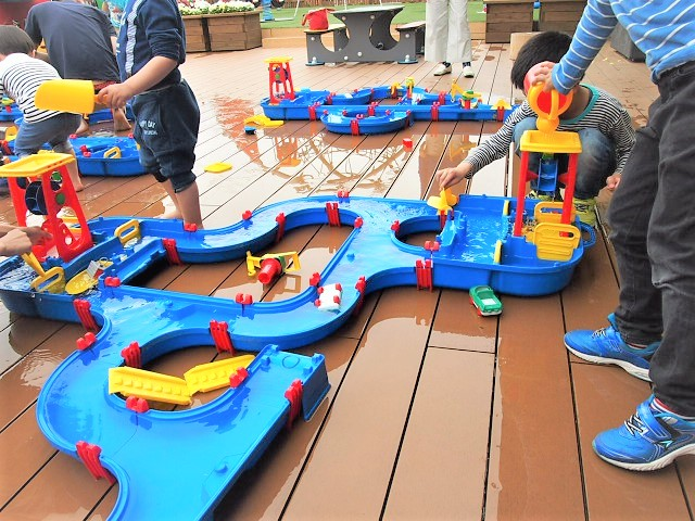 伊丹空港のキドキドでは水遊びもできる