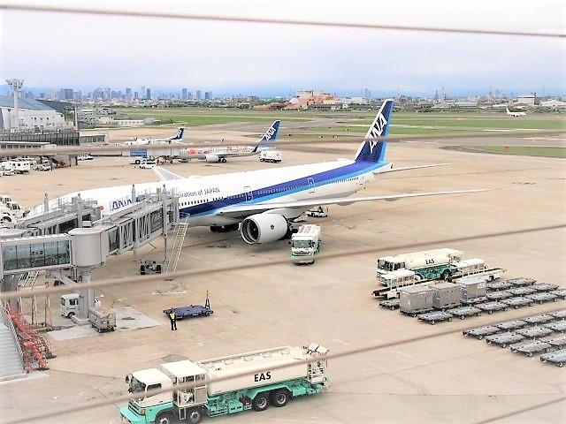 伊丹空港の飛行機を見ながら噴水遊びができる