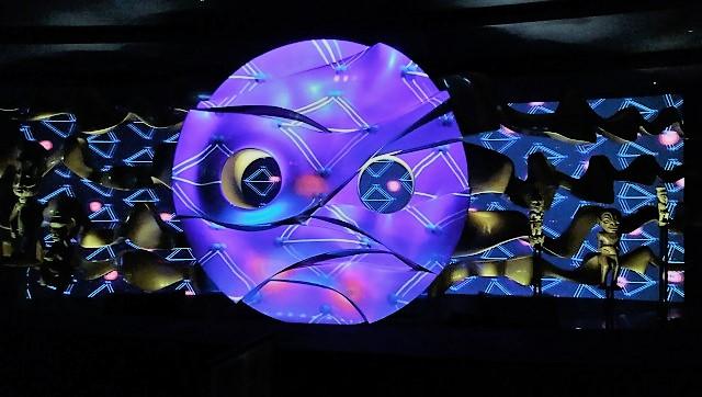 第4の顔「地底の太陽」のレプリカが色鮮やかな演出で見学できる