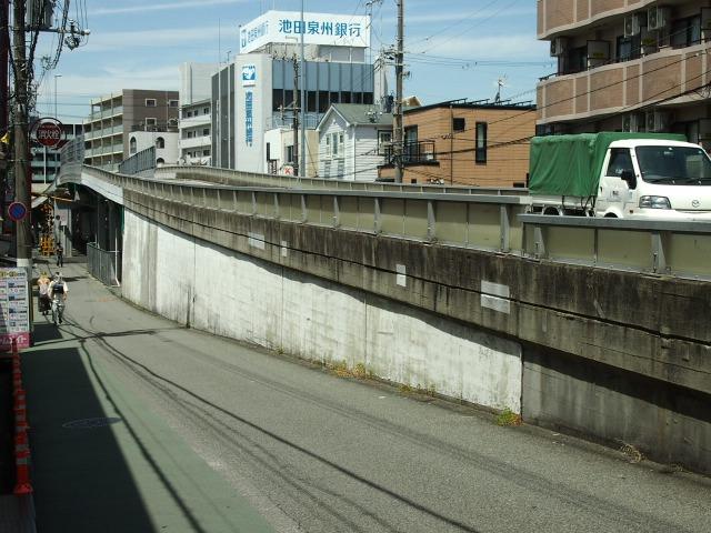 石橋阪大下交差点付近は高架道路がたくさん