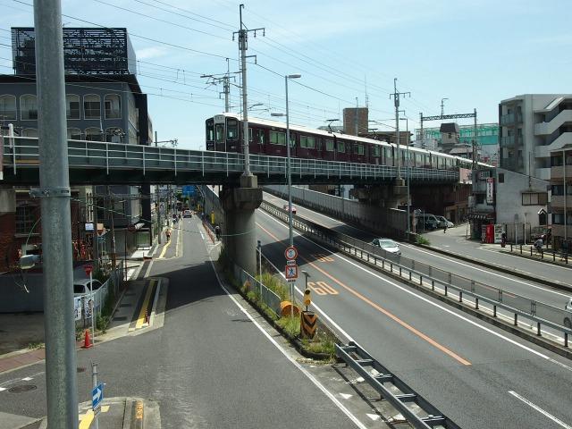 阪急と171号線が立体交差している