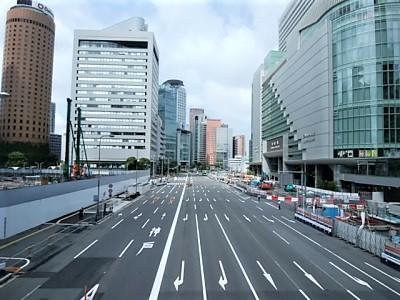 車が1台もいない大阪梅田周辺の道路