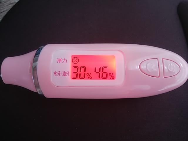 氷マッサージをする前の肌チェッカーで調べた油分量は46%