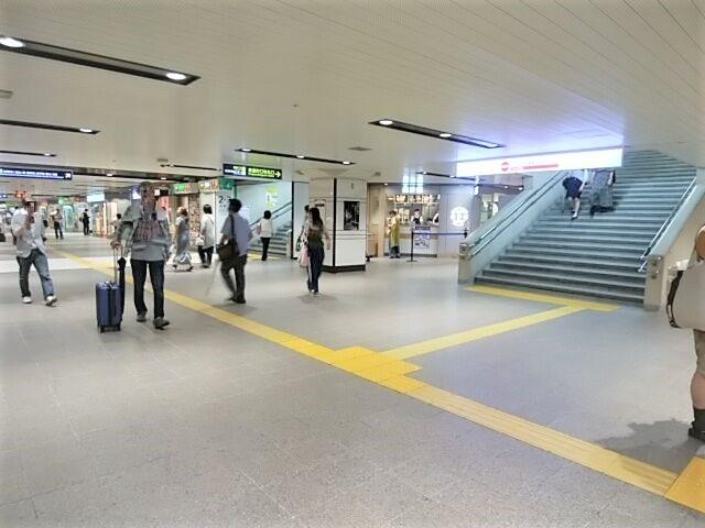 阪急大阪梅田駅2階中央改札の京都線側にあるミックスジューススタンド